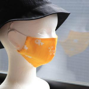 伊勢木綿の生地を使ってマスクを作りました。