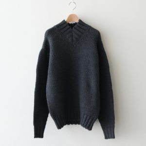AURALEE | オーラリー [ SUPER FINE WOOL AIRY KNIT V-NECK P/O #TOP CHARCOAL [A20AP02TA] ]