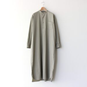 LENO | リノ [ BAND COLLAR PULLOVER DRESS #BEIGE [L2101-DR002] ]