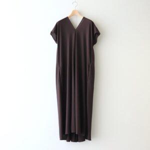 ATON | エイトン [ FRESCA ZERO DRAPED DRESS #BROWN [OPAGIM0402] ]
